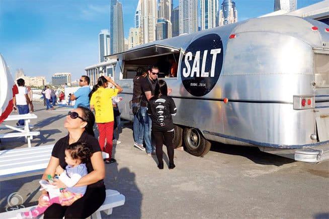 مطعم متنقل للبيع في الامارات