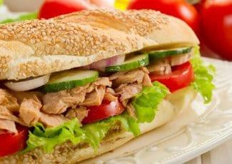 ساندوتشات التونة بالمايونيز